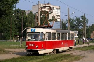 В Харькове на ходу из трамвая выпала старушка