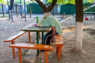 В Днепре прямо на детской площадке нашли немного странный труп (18+)