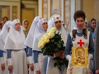 В День Независимости Митрополит Онуфрий наградил за долгую миссионерскую работу сестер милосердия Марфо-Мариинской обители