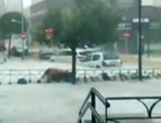 Непогода в Мадриде: улицы испанской столицы превратились в бурлящие реки
