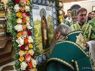 В Киево-Печерской лавре сегодня тысячи верующих УПЦ празднуют день памяти Феодосия Печерского