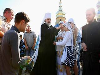 Наместник Почаевской лавры – об участниках многотысячных крестных ходов: Они вымаливают мир Украине