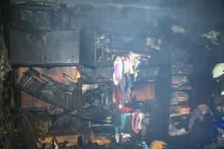 В Киеве сгорела квартира: уничтожена библиотека, погиб попугай