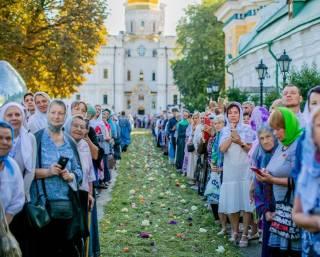 В Киево-Печерской лавре тысячи православных сегодня отмечают престольный праздник монастыря