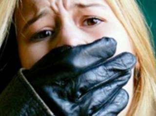 На Хмельнитчине юную девушку связали и облили кислотой