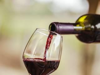 Ученые объяснили, почему полезно пить красное вино