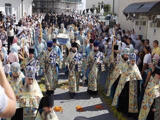 В Почаеве тысячи верующих из разных уголков Украины отметили Богородичную Пасху