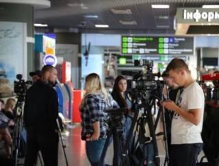 В киевском аэропорту собрались встречающие украинских узников Кремля. Однако что-то пошло не так