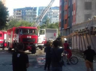 В Киеве на Оболони полыхал 25-этажный дом