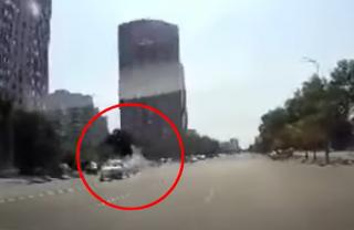 Момент жуткой аварии в Киеве попал на видео (18+)