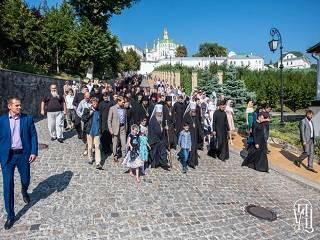 Будущие священники УПЦ молились у мощей Нестора Летописца перед началом учебного года
