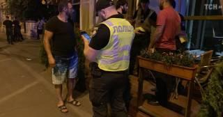 В одном из кафе Киева конфликт между владельцами и гостями перерос в драку со стрельбой
