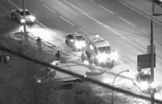 В Москве Porsche Cayenne сбил двух детей на самокатах: появилось видео ДТП