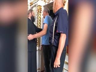 На Ровенщине сторонники ПЦУ выгнали епископа УПЦ из храма в родном селе