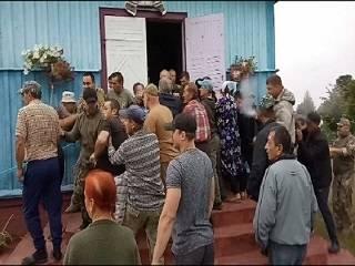 На Ровенщине активисты ПЦУ срезали замки и попытались захватить храм УПЦ