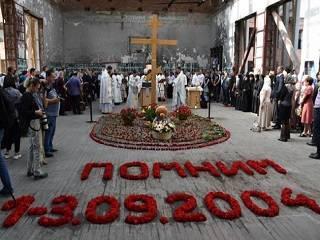 В Беслане православные молились за литургией на месте гибели заложников