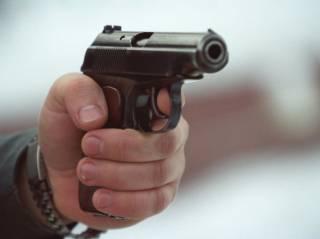 В Коттеджном городке Киева неизвестный открыл стрельбу. Есть пострадавший