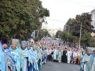 В Житомире тысячи верующих УПЦ прошли крестным ходом с 7 чудотворными иконами