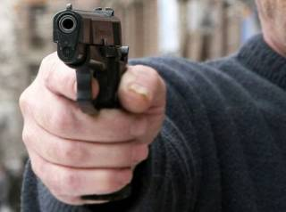 Под Киевом мужчина с переломанной ногой смог подстрелить своего родственника