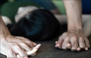 В киевском парке женщину изнасиловали на глазах у ее друзей и дочери