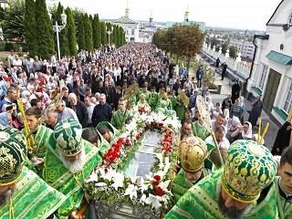 В Почаеве тысячи верующих УПЦ отмечают 360-летие обретения мощей преподобного Иова