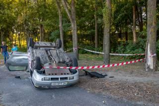 В Днепре автомобиль перевернулся на крышу после столкновения с фурой
