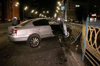 В центре Киева BMW раскидал по дороге три автомобиля