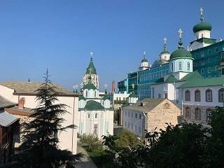 Митрополит УПЦ рассказал братии афонского монастыря о притеснениях верующих на Винниччине