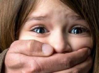 В Харькове разыскивают извращенца, который посреди бела дня два часа насиловал ребенка
