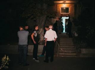 В Киеве кавказец прямо в подъезде убил девушку