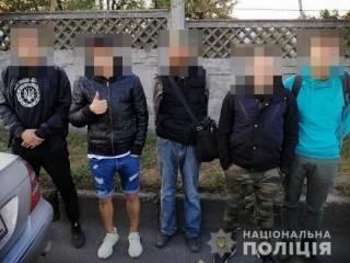 В Киеве банда с битами за два часа ограбила несколько торговых заведений