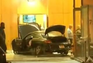 Автомобиль эпично протаранил небоскреб Trump Plaza