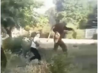 В Донецкой области школьники избили старика ногами и лопатой по голове