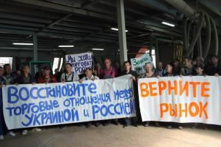 В Киеве на Фабрике рабочие провели митинг за возобновление торговли с Россией