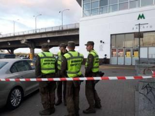 В Киеве обезвредили вооруженного спецназовца, угрожавшего взорвать мост Метро