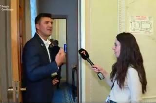 Депутат от «Слуги народа» нахамил журналистке в кулуарах ВРУ