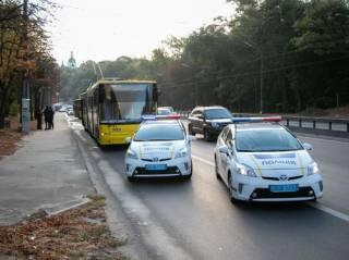 В Киеве неуправляемый грузовик влетел в троллейбус с пассажирами