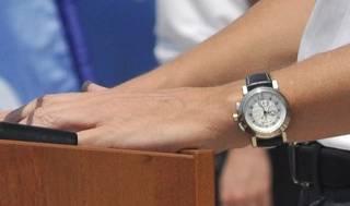В самом центре Киева неизвестные карманники сняли с депутата часы по цене квартиры