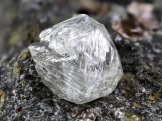 Канадские ученые нашли под африканской землей новый необычный минерал