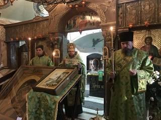 В Десятинный монастырь прибыла икона с частицей мощей святого, которому молятся об исцелении болезней слуха и зрения