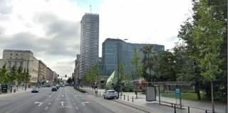 В центре Варшавы самоубийца выпрыгнул с 18 этажа прямиком на украинца