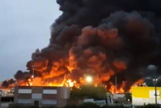Во Франции, словно свечка, вспыхнул химический завод