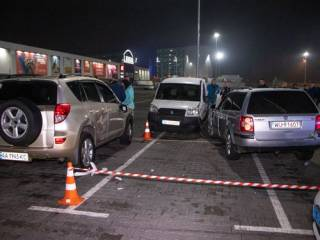 В Киеве юный любитель дрифта прямо на парковке покалечил людей и побил машины