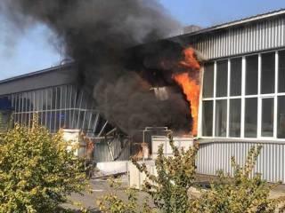 В Сумах после взрыва загорелся завод