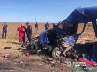 Появилось видео страшной аварии под Одессой, где фура протаранила маршрутку с пассажирами