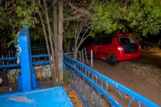 В Днепре автомобиль «залетел»… на кладбище