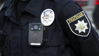 В Полтаве пьяный полицейский приставал к женщине и избил прохожего, который за нее заступился