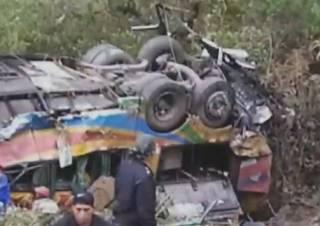 В Перу автобус упал в пропасть – погибли десятки людей