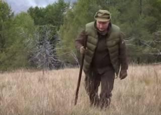 «Уже еле ходит»: в сети высмеяли ползущего на горку Путина
