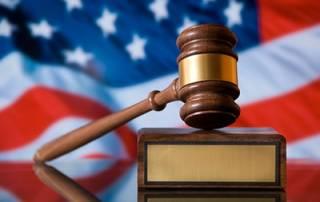 В США маленького мальчика судят за… три поджога и пять убийств